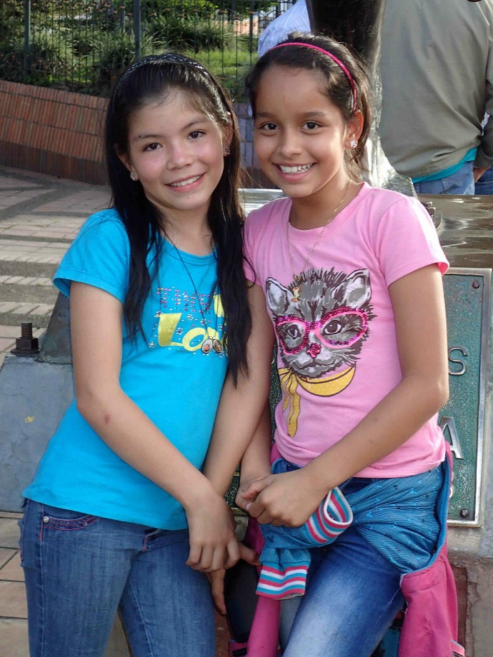 Two Columbian girls (Photo credit: Sue's blog)