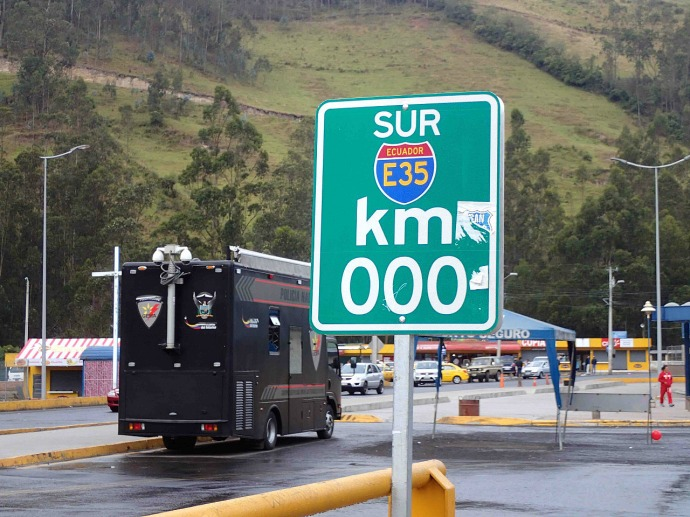 000km to the Ecuador border, on the Pan American Highway (Photo credit: Sue's blog)