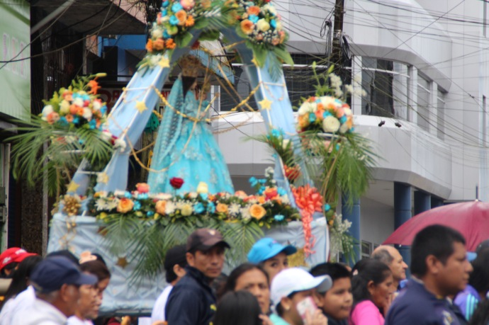 Procession in Puyo