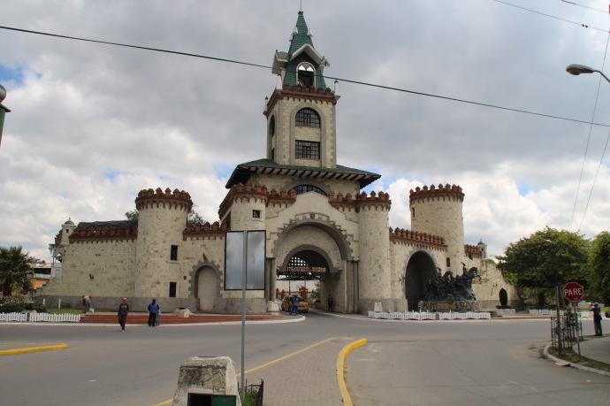 Puerto de Entrada Ala Giudad de Loja ( entrance way historically to Loja now in middle of city )