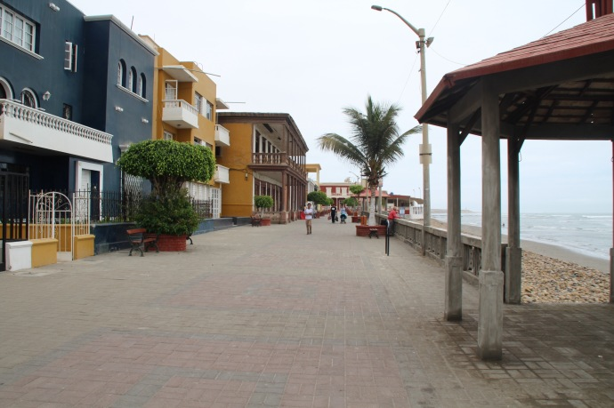Promenade outside the hotel in Pacasmayo to the right (with back to the sea)