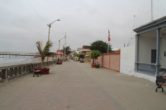 Promenade outside the hotel in Pacasmayo to the left ( back to the sea)