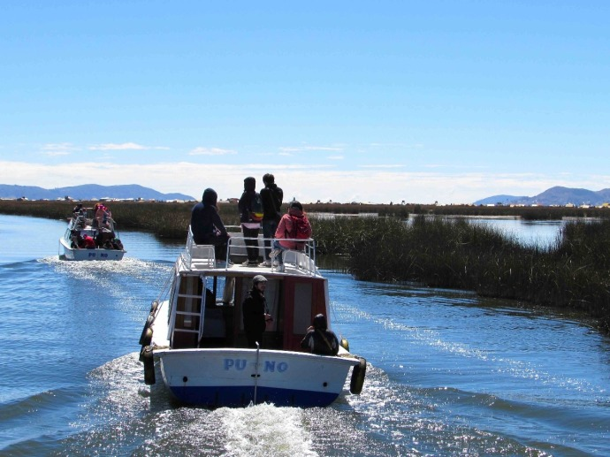 We take a 3 hours trip on Lake Titicaca (Photo and caption credit: Sue's blog)